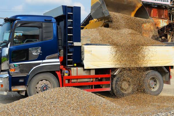 砂利・砂をはじめ、土木・下水の資材など重量物まで幅広いお取り扱い